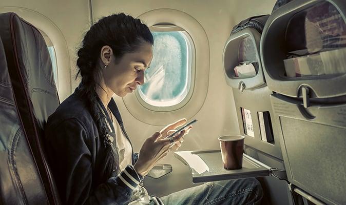 woman-sitting-on-plane