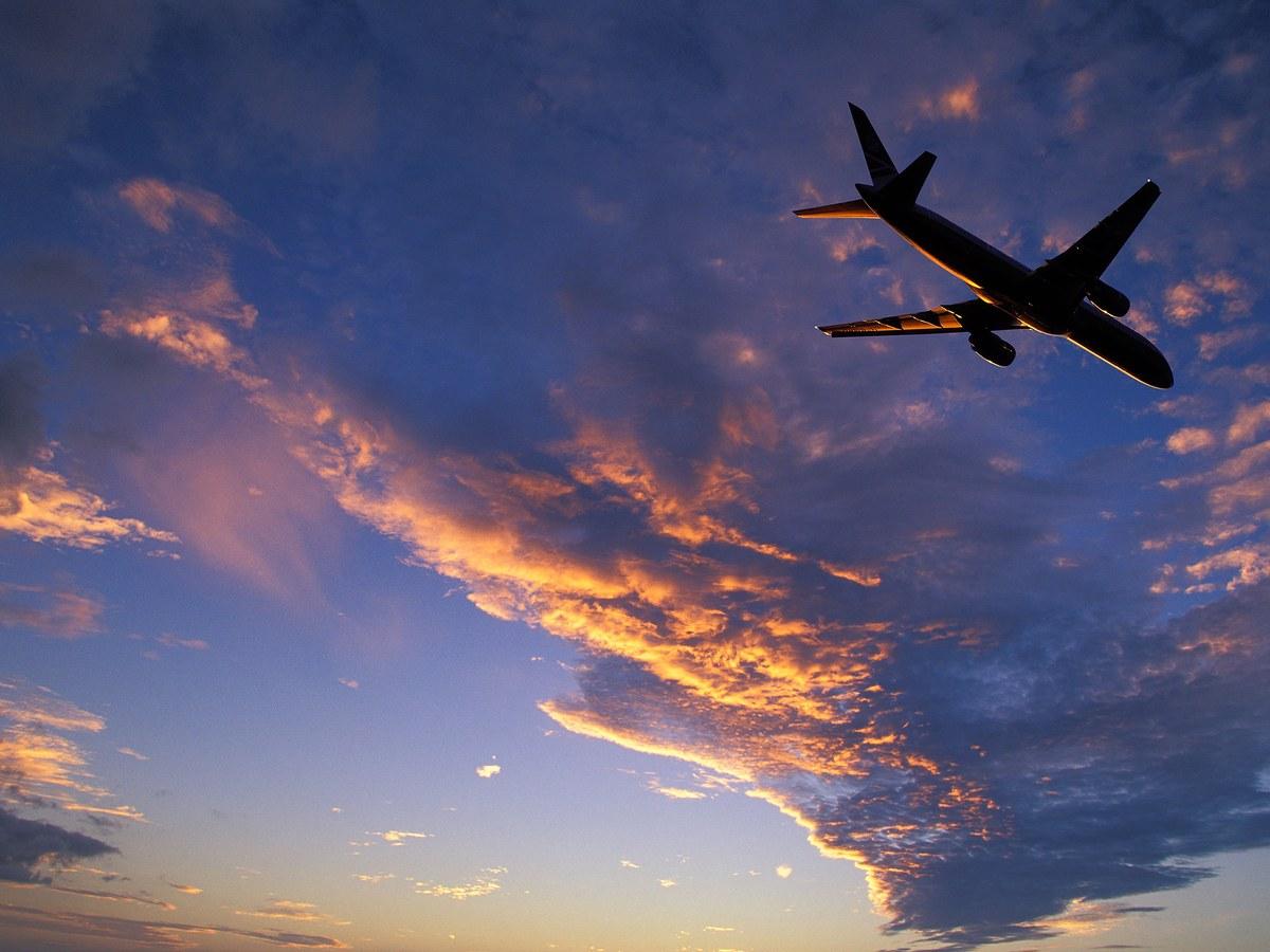 plane-flying-sunset